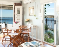 lake-macquarie-bnb-watersedge-boathouse-accommodation
